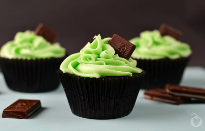 chocolate mint cupcakes featured