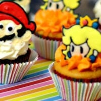 Mario and Princess Peach Cupcakes