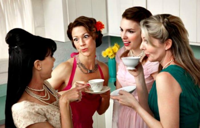 gossiping-women1