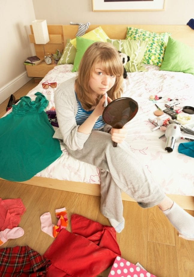 teenage-girl-in-her-messy-bedroom