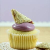 Deliciously Classic Peanut Butter & Jelly Cupcakes