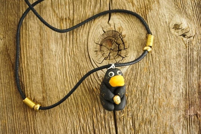Let's be clear, when Fantastic Beasts originally came out, the Niffler was my bae. And this DIY Niffler Necklace is so Cute, I'm Hoarding It. #fantasticbeasts #harrypotter #niffler